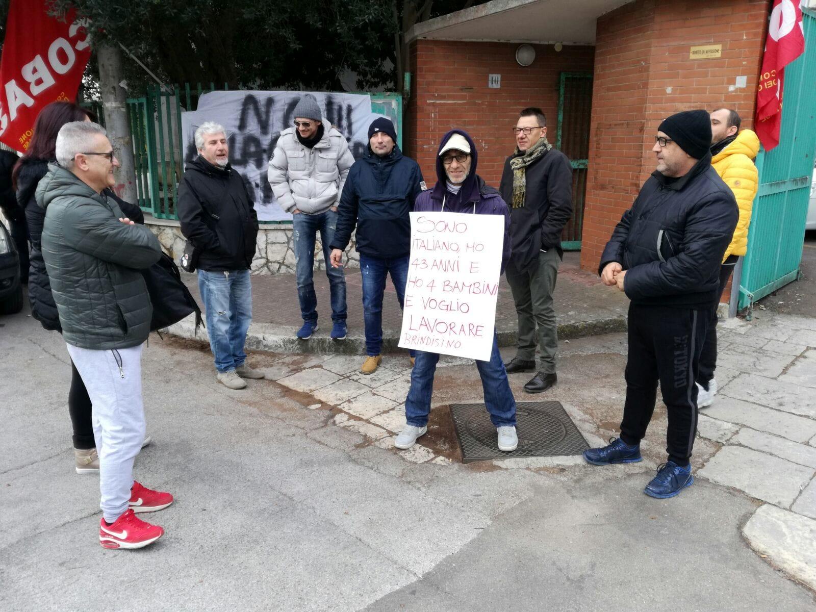 Protesta Sanitaservice davanti sede Asl-2