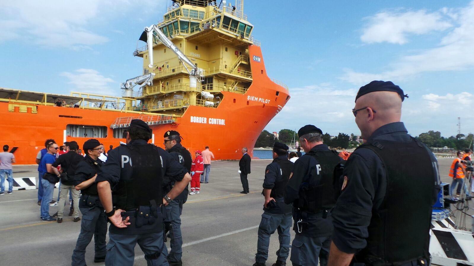 I migranti sbarcati dalla Siem Pilot 4-2