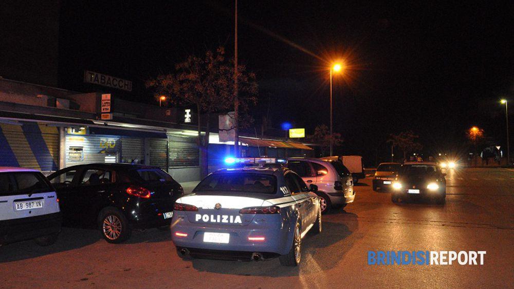 Polizia in un quartiere di Brindisi
