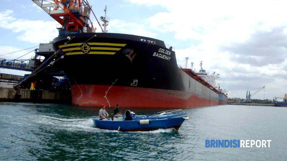 Ancora una carboniera Enel, il principale traffico del porto di Brindisi