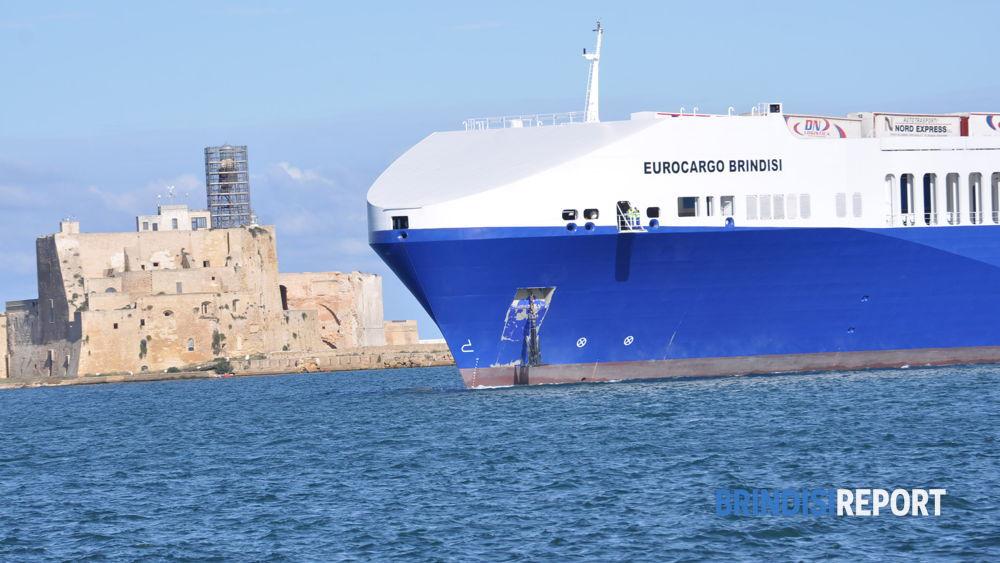 Il primo ingresso in porto della Eurocargo Brindisi
