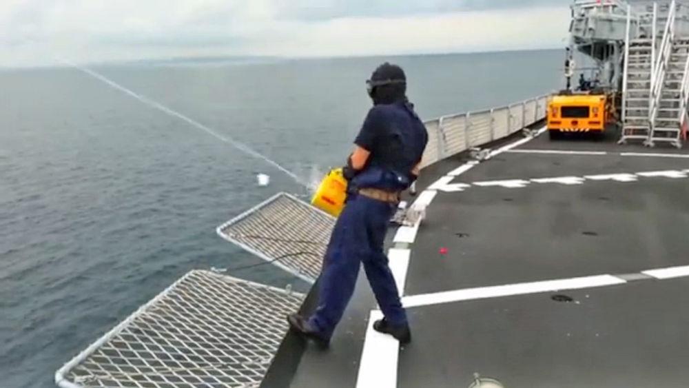 Esercitazione con lanciasagole speedline su nave San Marco-2