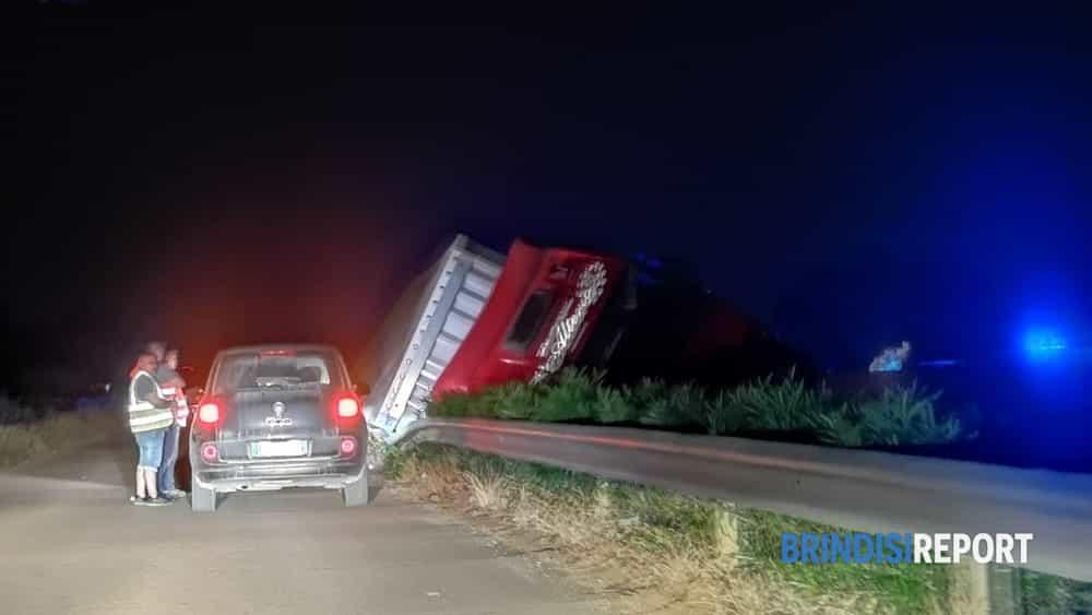 Camion ribaltato Pantanagianni 3-2