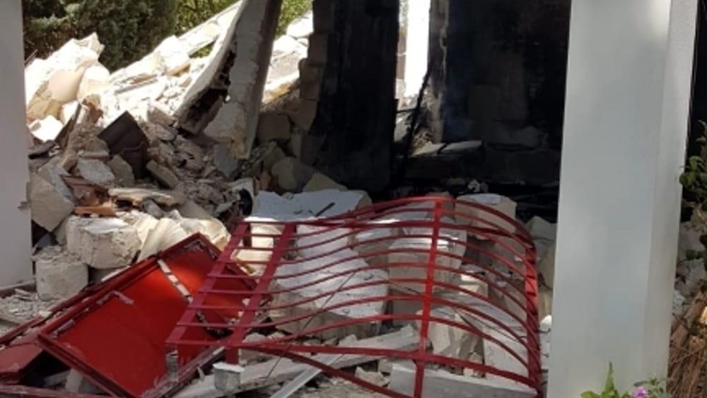 intervento vigili del fuoco esplosione villetta