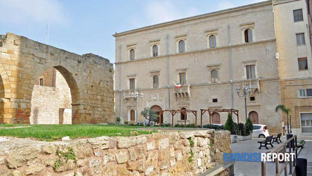 Palazzo Granafei Nervegna e l'arco di piazza Falcone e Sottile