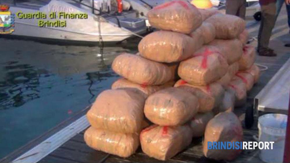 I sacchi di marijuana sequestrati