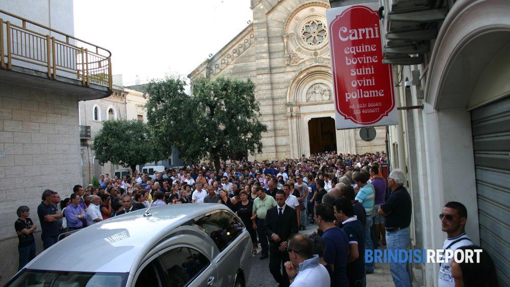 Oltre 1500 persone per l'addio a Maria Rosaria