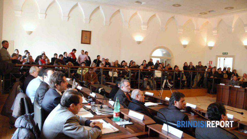 Una seduta del consiglio comunale di Fasano