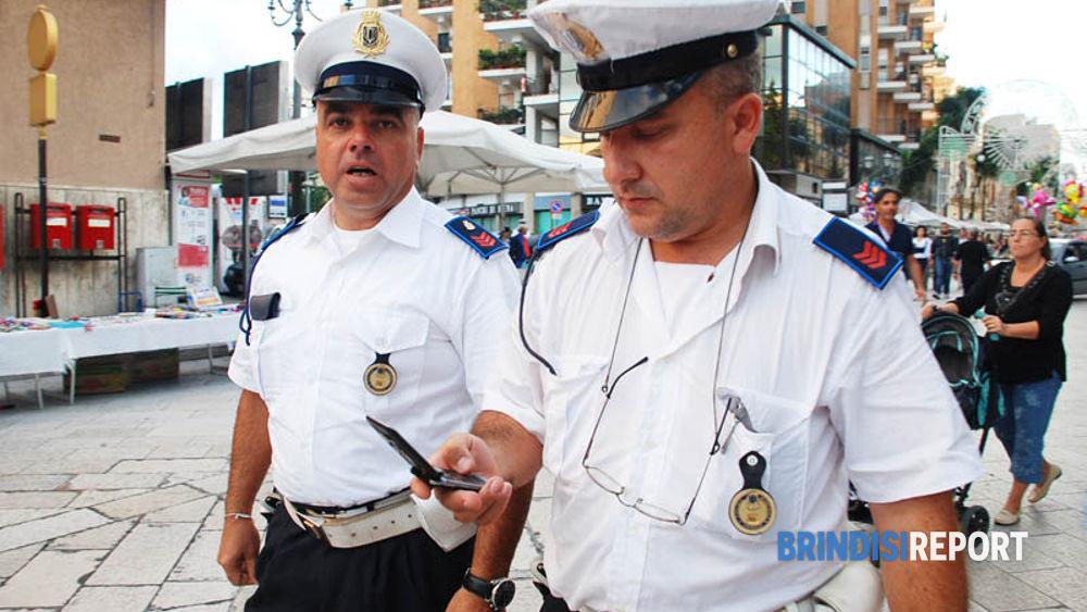 Vigili nel centro di Brindisi