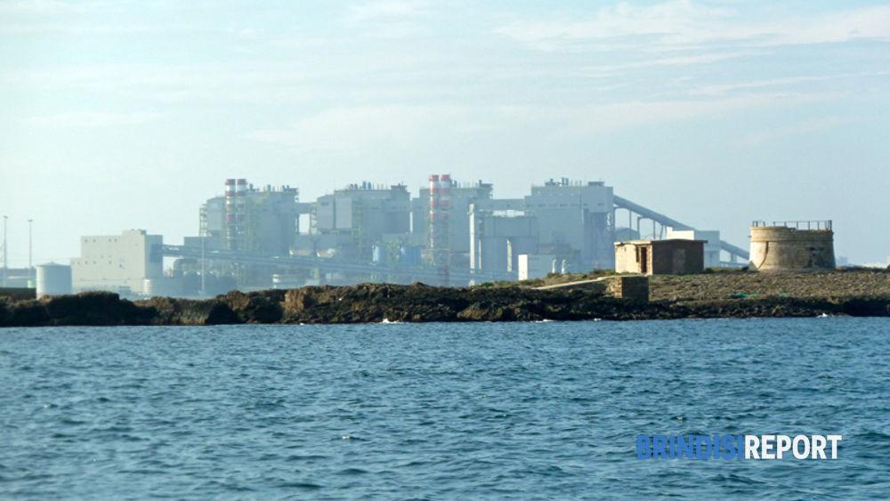 La centrale Edipower vista dalla Isole Pedagne