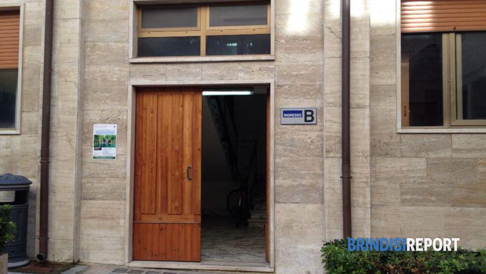 L'ingresso degli uffici del Comune di Brindisi