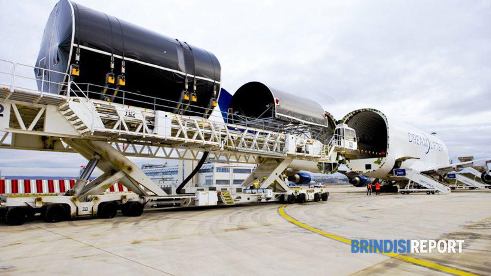 Spedizione di sezioni Boeing 787 dallo stabilimento Alenia Aeronautica Grottaglie