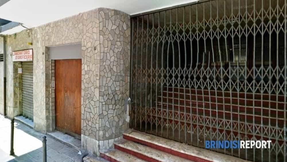 L'ingresso dell'ex Cinema Di Giulio in via Cesare Battisti a Brindisi-2-2-2