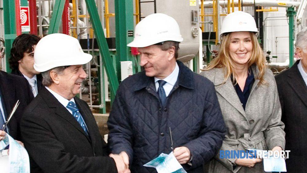 La stretta di mano tra Conti e Oettinger; accato il ministro Prestigiacomo