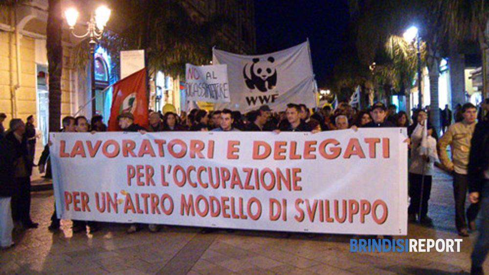 Una manifestazione ambientalista a Brindisi
