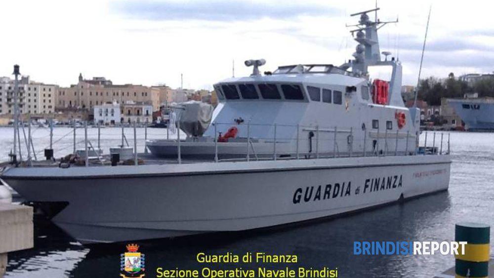 Una vedetta della Sezione operativa navale della Finanza di Brindisi
