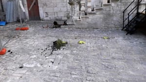 Raid vandalico castello Ceglie Messapica 2-2
