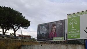 Uno dei manifesti fatti affiggere da Greenpeace