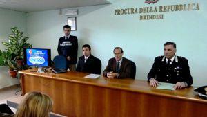 Da destra, il capitano Nicola Candido e il procuratore aggiunto Nicolangelo Ghizzardi