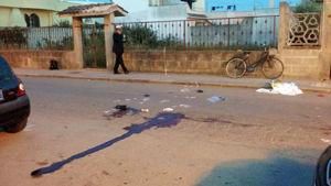 Sangue nel punto in cui è avvenuto il soccorso, la bici sullo sfondo