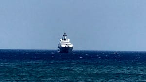 Yacht Al Lusail al largo di Acque Chiare 2-2-2