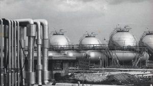 Il petrolchimico di Brindisi nel 1963, in uno scatto del famoso fotografo Ugo Mulas