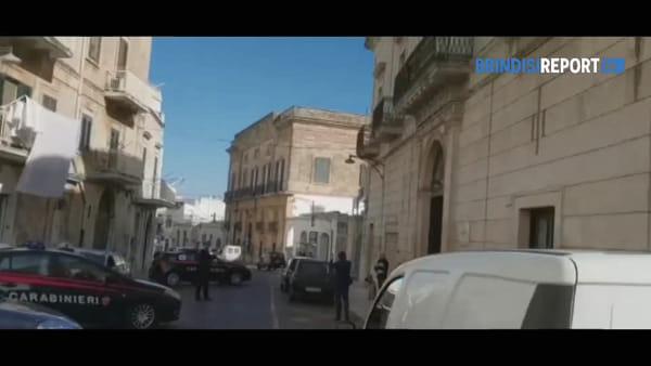 Poliziotti uccisi: l'omaggio dei carabinieri davanti ai commissariati di Mesagne e Ostuni