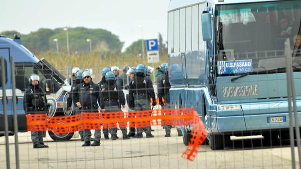 Poliziotti in assetto anti sommossa-2