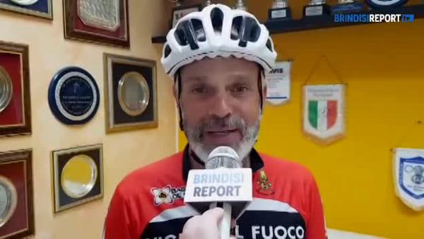 Giro d'Italia in bici: il pompiere Mariotto accolto dai colleghi di Brindisi