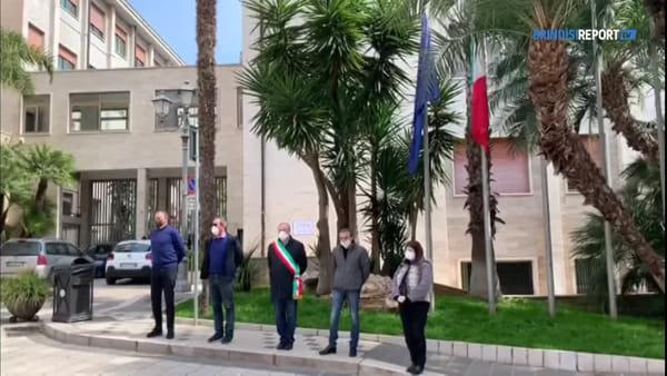 Cordoglio per le vittime del coronavirus: bandiere a mezz'asta