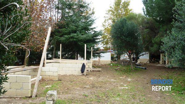 Gli stand in costruzione