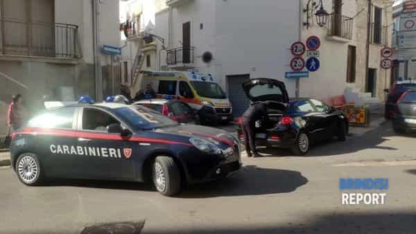 Carabinieri nei pressi dell'abitazione dove sono stati rinvenuti due cadaveri a Ceglie Messapica-3