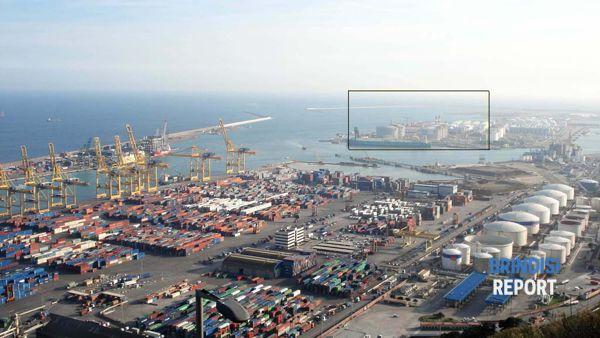 Porto industriale e rigassificatore di Barcellona