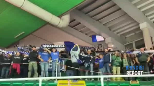 Il grande tifo dei supporters biancazzurri ad Avellino