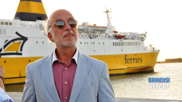Hercules Haralambides e un traghetto per l'Albania