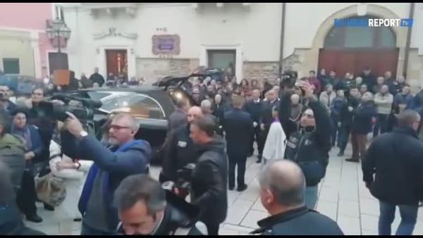 La gente di Cellino si stringe attorno ad Al Bano alle esequie di mamma Jolanda