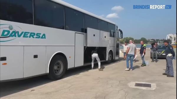 Brindisi, migranti: le operazioni di sbarco a Sant'Apollinare