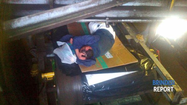 Ecco come si dorme sul nastro trasportatore del carbone