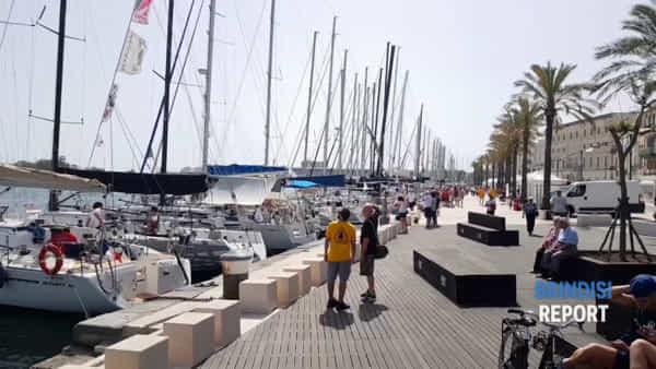 """La regata e le """"Frecce"""": emozioni forti nel mare di Brindisi"""
