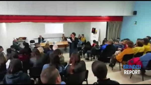 La cerimonia di consegna della panchina in ricordo di Noemi Durini