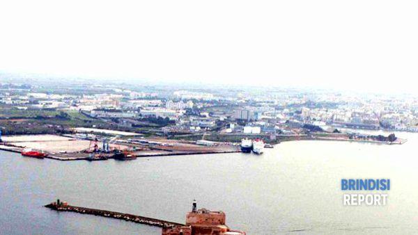 Costa Morena Ovest e il porto medio di Brindisi