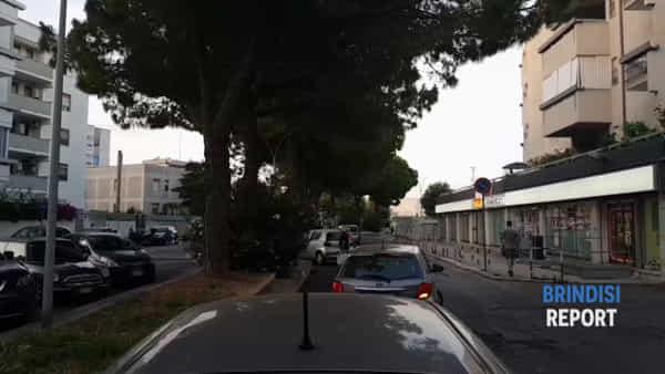 """Centralina scoperta al rione Bozzano: """"Da due settimane nessuno interviene"""""""