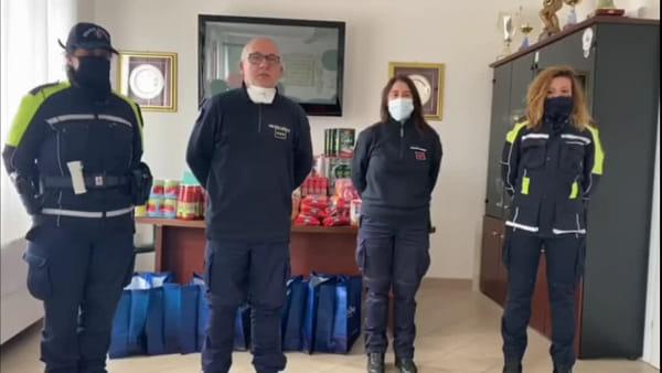 Cibo e mascherine per le famiglie in difficoltà: il dono della Polizia Locale di Brindisi