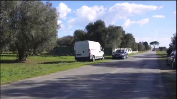 Le indagini sul posto subito dopo l'assalto al portavalori