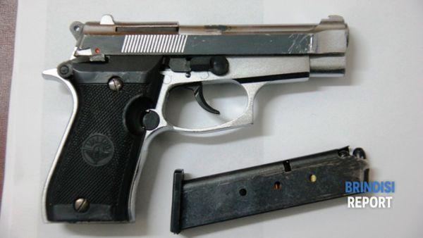 La pistola sequestrata a Giuliano Parisi