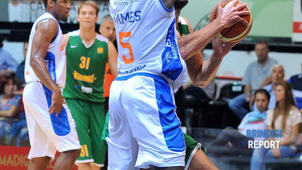 James in difesa