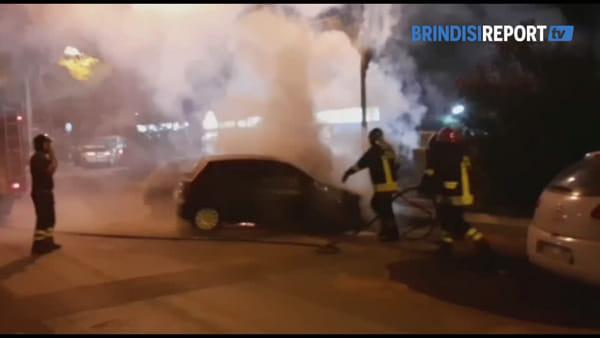 Auto in fiamme a Bozzano: l'intervento dei vigili del fuoco