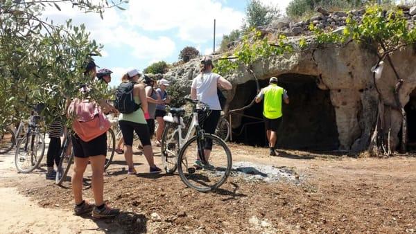 Gruppo entrata grotte san giacomo-2