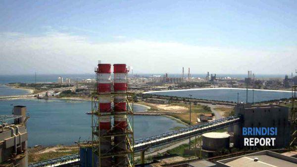 Il petrolchimico  di Brindisi visto dalla centrale Edipower