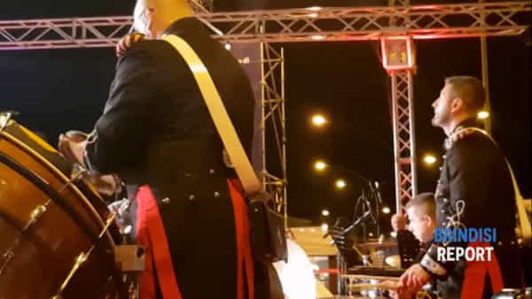 Il concerto della banda dei carabinieri nel porto di Brindisi